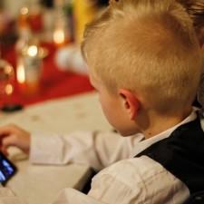 別再給孩子玩手機了,後果不堪設想! (ntdtv.com 5/4/2017)