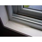每逢雨季及颱風,我的窗台便會滲水,怎樣辦?