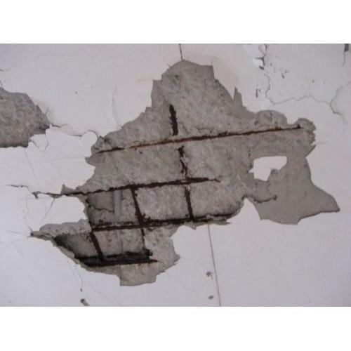 洗手間天花掉下石屎碎塊,有些生銹的鋼筋更露了出來,應該怎樣維修?