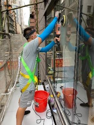 家居易-玻璃工程-玻璃修補-玻璃維修-磨玻璃-花痕修補-刮花玻璃-玻璃刮痕修補-玻璃花痕-玻璃刮痕